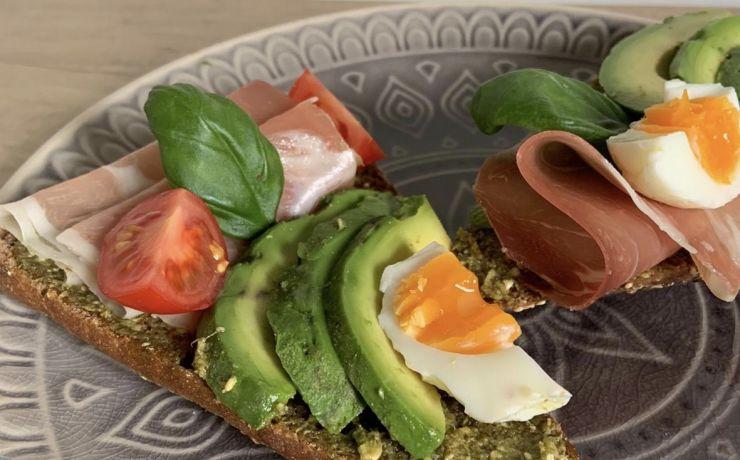 Broodje avocado Italiaanse stijl