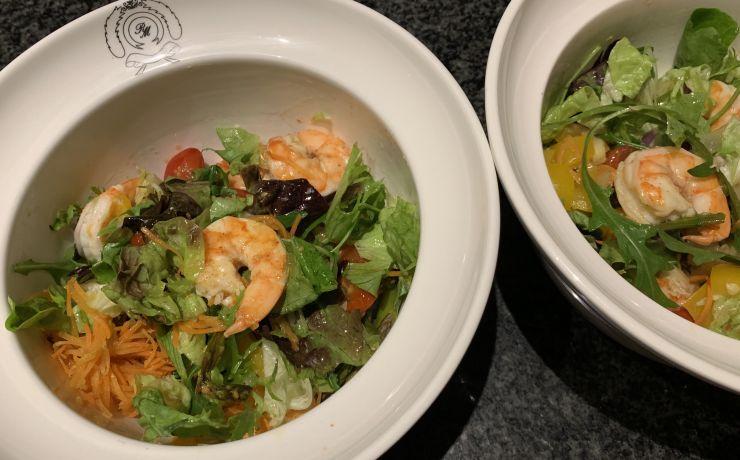 Salade met gamba's en gegrilde groenten